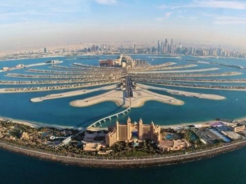 Perly Emirátů S Koupáním