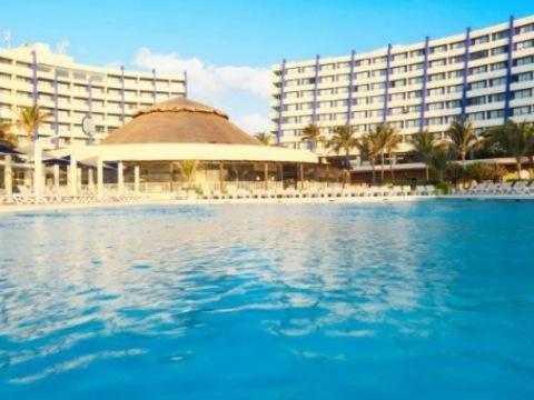 Crowne Paradise Club Cancun