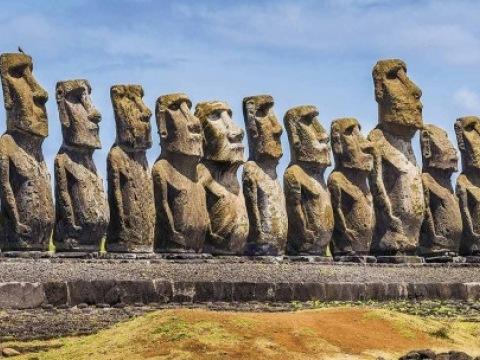 Rapa Nui - daleko od civilizace